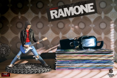 ROCK ICONZ JOHNNY RAMONE STATUE